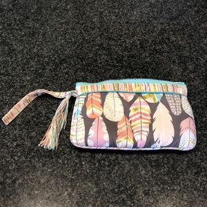 Handbags - 🌸 Patterned Tassle Zip Wristlet Pouch (like new)